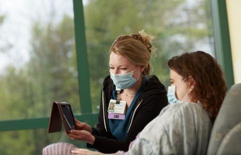 Sierra Jangel, LNA, helps a patient with a virtual visit