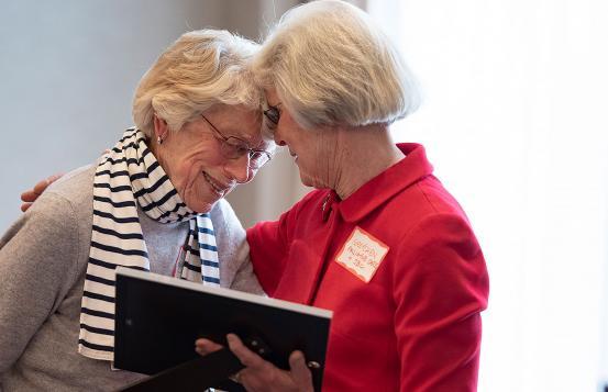 Nancy Bassett receives volunteer award