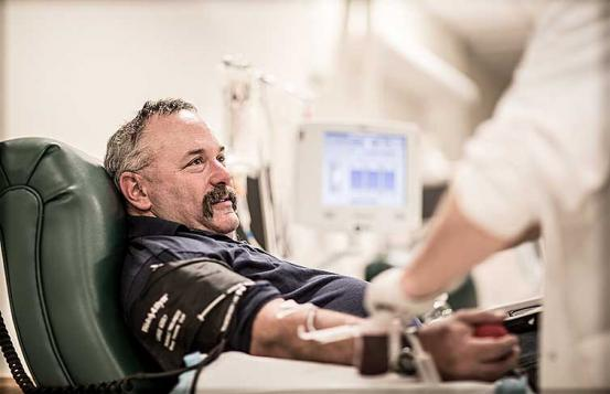 Steven Marshall gives blood