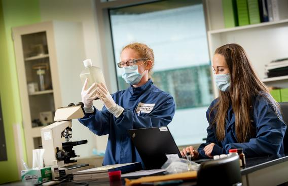 Ella Martin and Jackie Hubbard in the lab